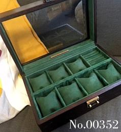 8本仕様の時計ケース。オーク材topガラスタイプ