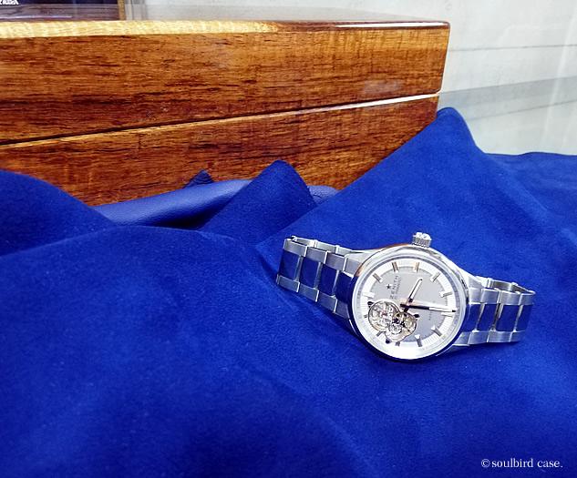 コア材時計ケースとゼニスの腕時計
