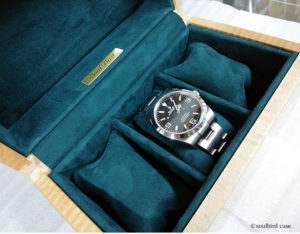 トチカーリー時計ケースとエクスプローラ