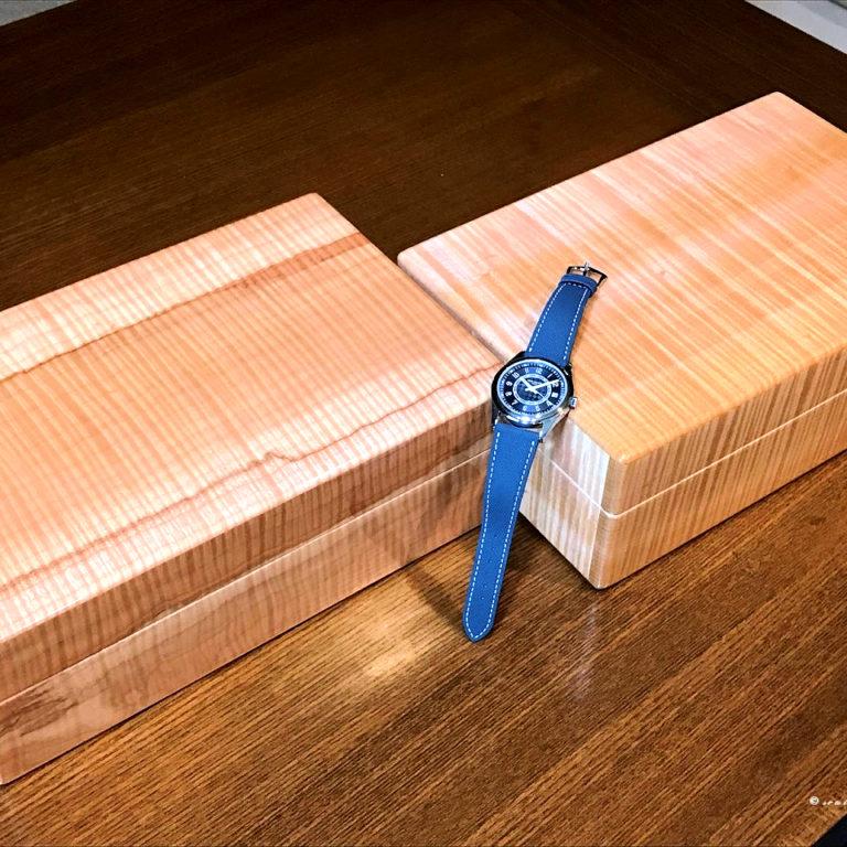 カーリーメイプル材時計ケースとカラトラバ